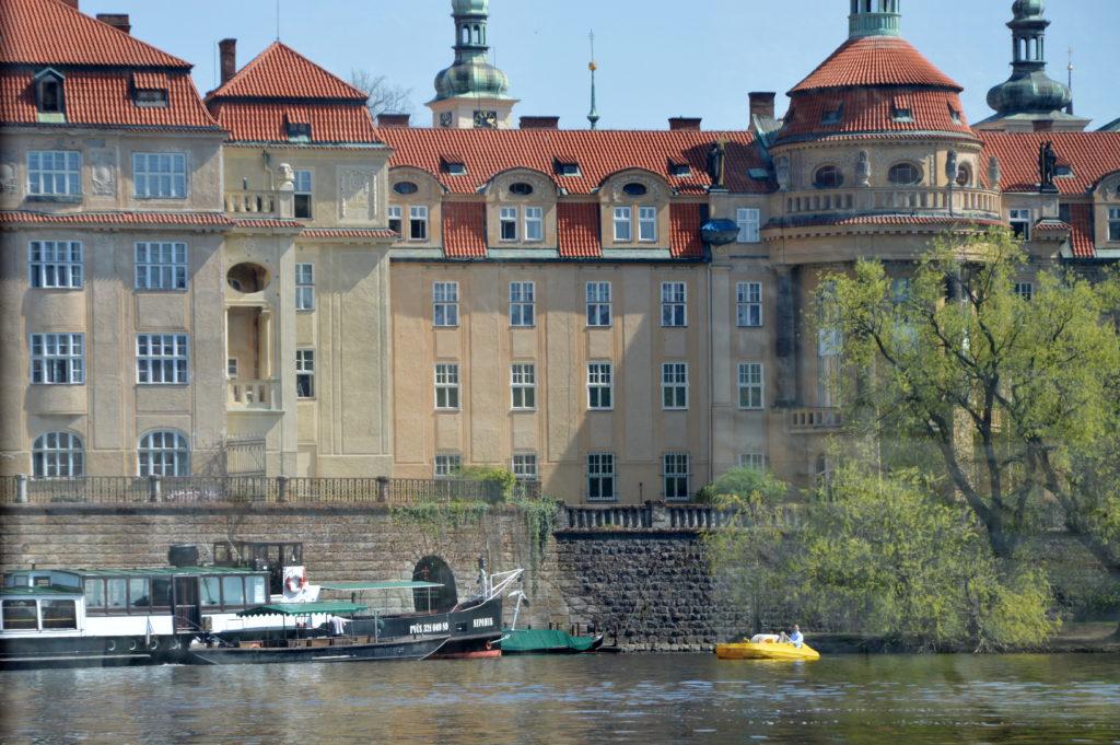 Карлов университет главный университет Чехии, один из старейших университетов мира, основан императором Карлом IV в 1348 году
