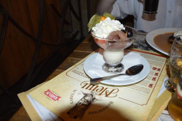 Ресторан Карл IV мороженое